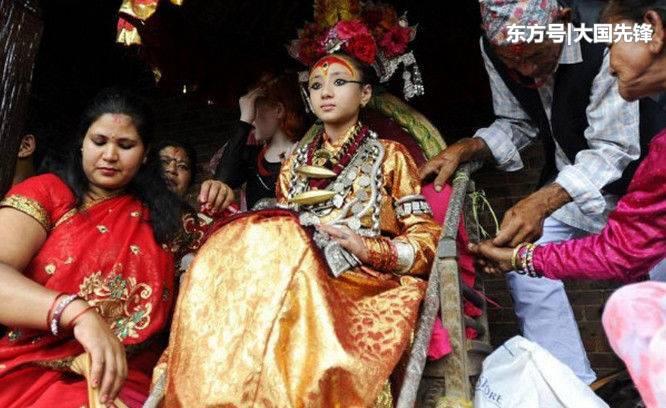 尼泊尔的全民女神处女神,国王都尊敬无比,但是没人愿意娶