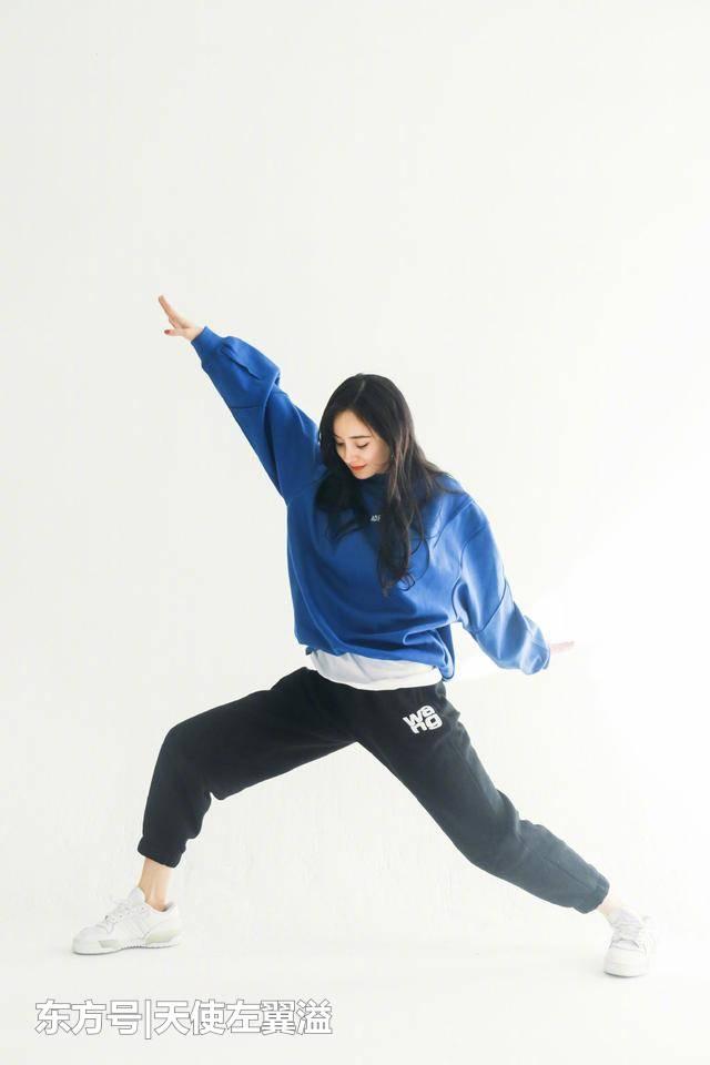杨幂真是自带少女感,换了件卫衣+运动裤,就像个18岁的学生了 刑事辩护 第2张
