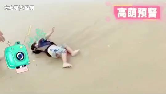 """张歆艺晒儿子海边玩耍,拍摄四坨扑街却不扶,被""""吐槽""""是亲妈! 合同纠纷 第8张"""
