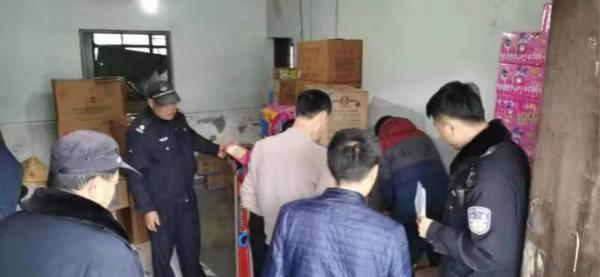 松江警方昨天查获224箱非法烟花爆竹 3名嫌疑人被刑拘