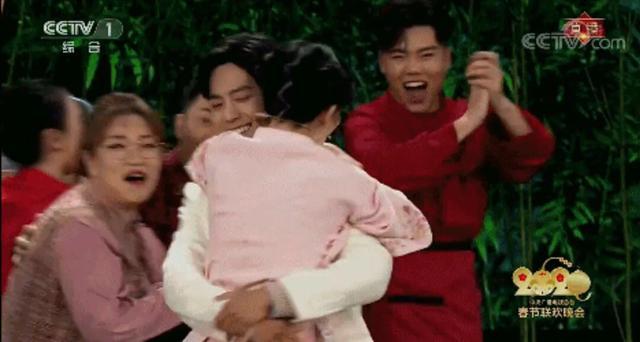 肖战拥抱谢娜转圈圈那一刻,你有多酸?