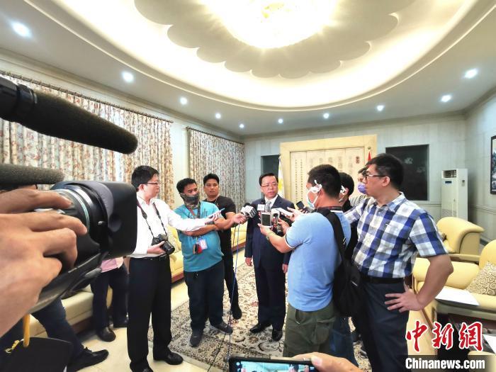 驻菲大使黄溪连:中国有信心有能力打赢疫情防控阻击战 交通事故 第1张