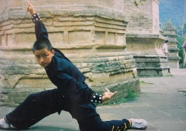 同为草根明星,王宝强功成名就,而他却声名狼藉? 婚姻家庭 第2张
