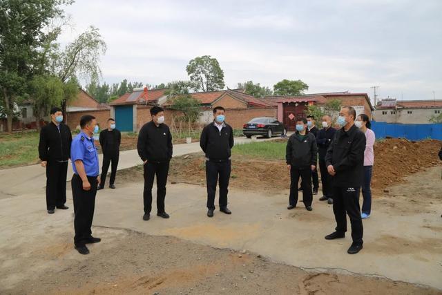 木林镇开展农村人居环境及垃圾分类拉练检查