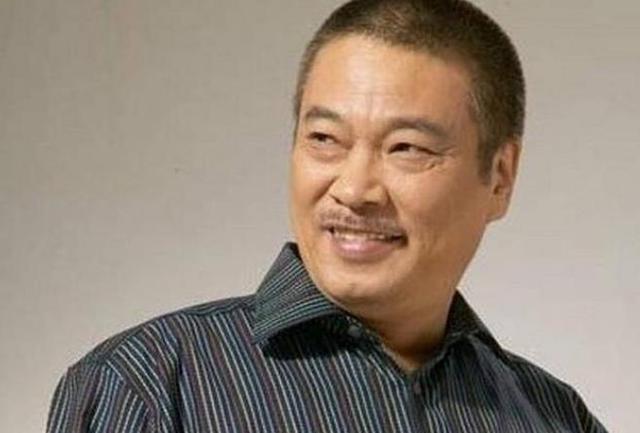67岁的吴孟达为生活奔波片场,网友:我们真的没必要心疼